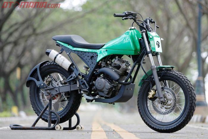 Honda Tiger modif tracker bikinan dari Diens Bike milik Eko Purwanto