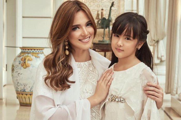 Bertemu Teman Putrinya, Nia Ramadhani Justru Mengaku Malu! Kenapa?
