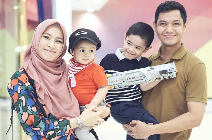 Keluarga Alyssa Soebandono dan Dude Herlino