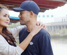 Nyanyikan Lagu Ciptaan Mendiang Suami, Istri Herman Seventeen Tak Kuasa Menahan Air Mata