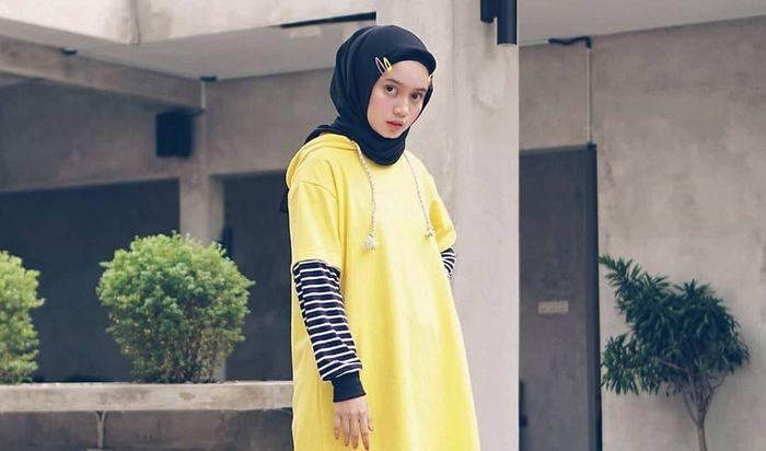Hairclips di kanan dan kiri sisi hijab.