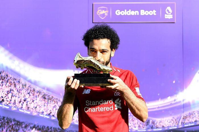 Mohamed Salah dengan penghargaan Golden Boot