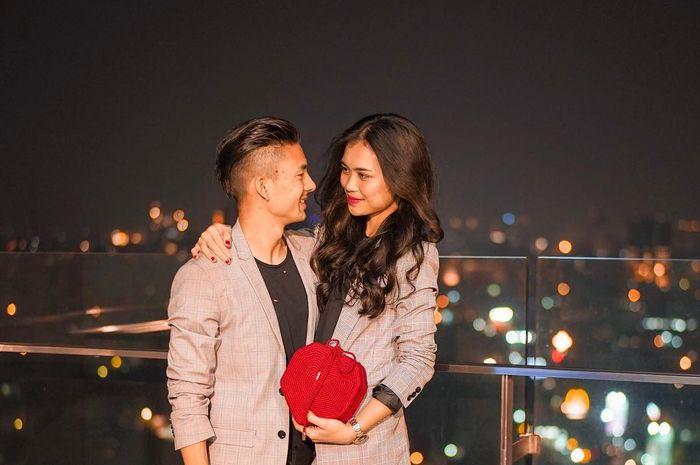 Potret romantis Kim Jeffrey Kurniawan (kiri) dan Elisabeth Novia Makalew