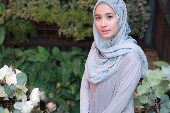 Tampil Kekinian dengan Rok Plisket, Laudya Cynthia Bella Bawa Tas Branded Puluhan Juta Rupiah