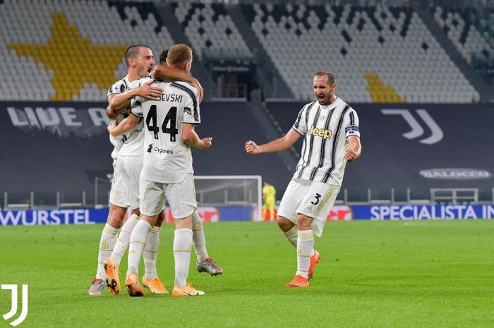 Pemain Juventus merayakan gol yang dicetak Dejan Kulusevski dalam laga melawan Sampdoria di Liga Italia, Minggu (20/9/2020) di Allianz Stadium, Turin.