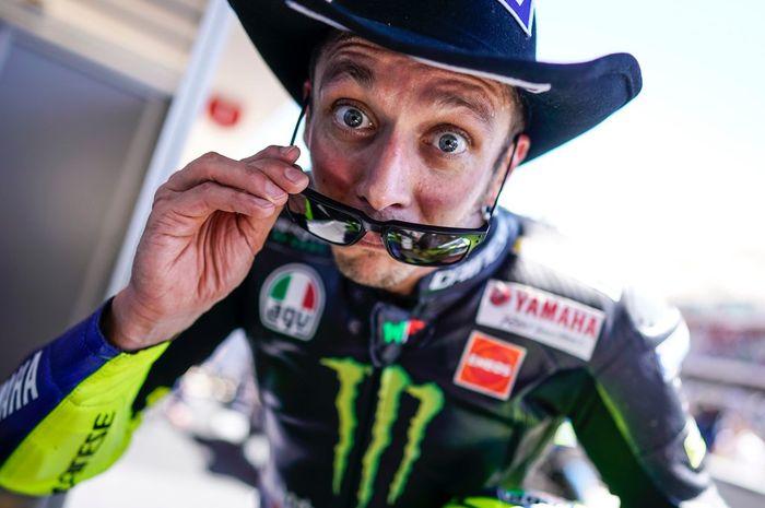 Pembalap Monster Energy Yamaha, Valentino Rossi, ketika selesai menjalani balapan MotoGP Americas 2019.