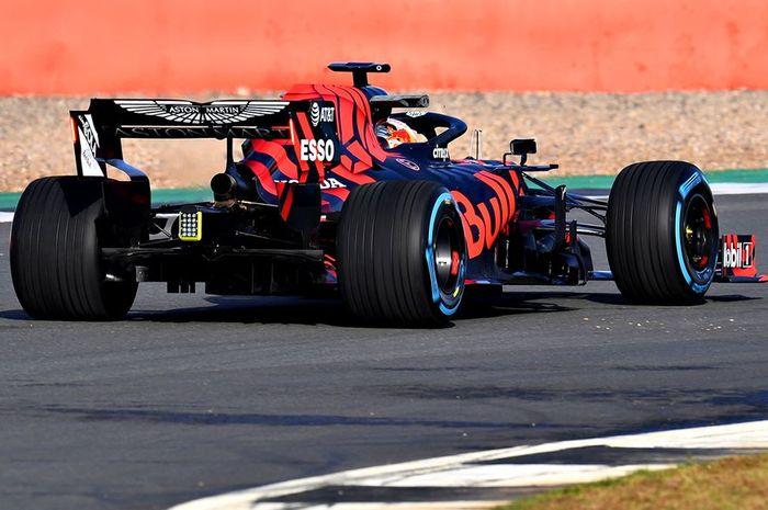 Max Verstappen menjajal mobil baru tim Red Bull Racing, RB15.