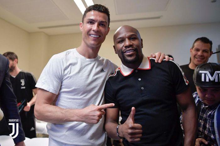 Cristiano Ronaldo bersama Floyd Mayweather
