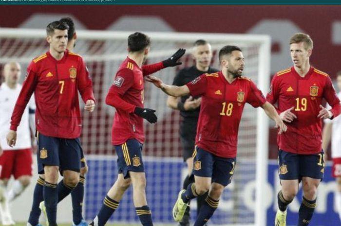 Timnas Spanyol melakukan pergantian kapten ketika melawan timnas Swedia, tetapi sang kapten tetap dari Barcelona.
