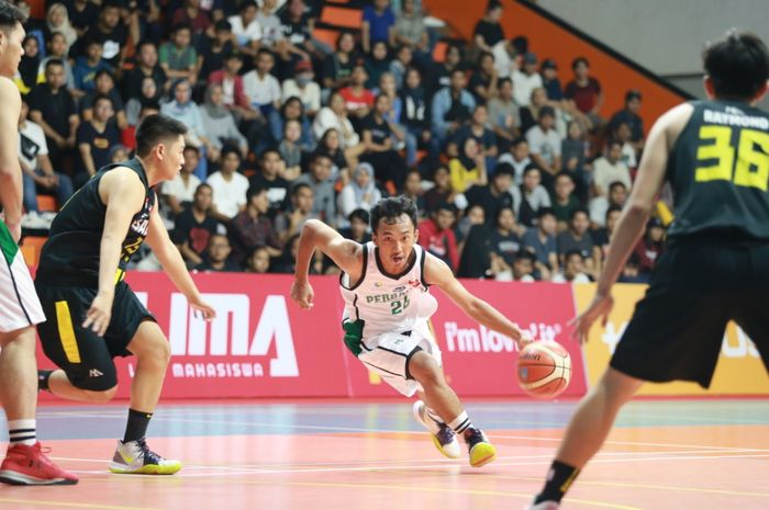 Laga LIMA Basket Nationals antara Putra Perbanas Institute melawan Universitas Esa Unggul, Senin (12/8/2019).