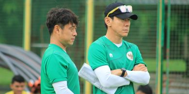 Shin Tae-yong Vs Luis Milla, Sekarang Eranya Simple Football