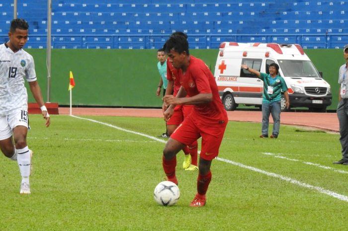 Aksi pemain timnas U-18 Indonesia, Mochammad Supriadi pada laga kontra timnas U-18 Timor Leste pada matchday kedua Piala AFF U-18 2019, di Stadion Binh Duong, Vietnam, Kamis (8/8/2019).