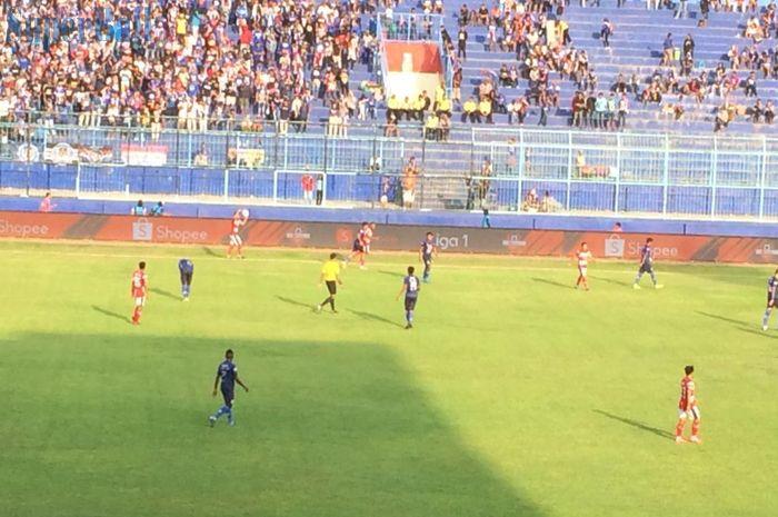 Suasana Pertandingan pekan ke-27 Liga 1 2019 antara tuan rumah, Arema FC, menghadapi Madura United di Stadion Kanjuruhan, Malang pada Jumat (8/11/2019)