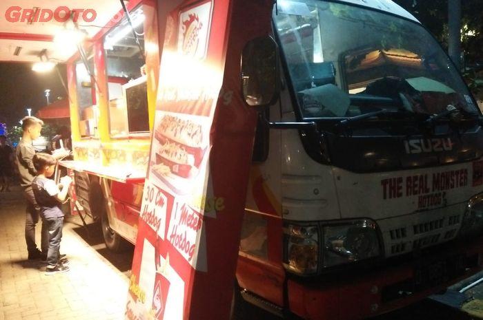 Isuzu Elf disulap ala Food Truck