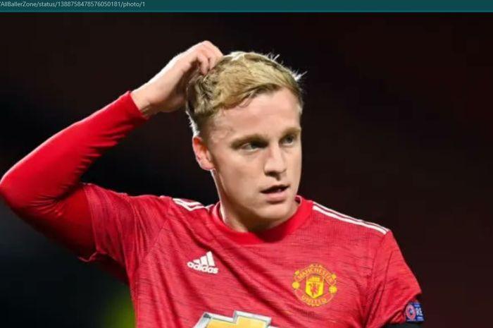 Donny van de Beek tak mendapat banyak menit bermain bersama Manchester United.