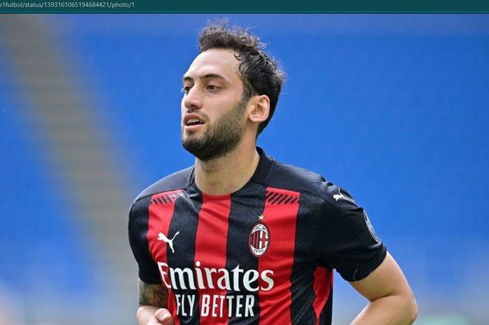 Gelandang serang AC Milan, Hakan Calhanoglu.