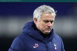 Jose Mourinho Menangis Melihat Christian Eriksen Serangan Jantung