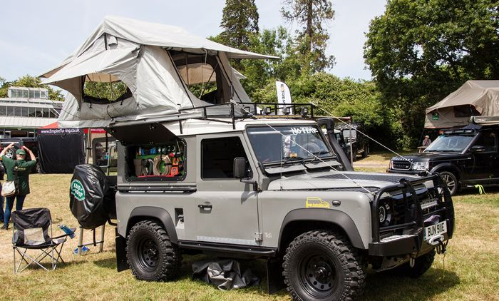 Roof tent di Land Rover