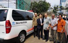 Hyundai Serahkan Dua Ambulans Buat PMI, Basic Ambil Starex Mover