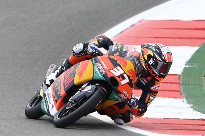 Pembalap belia dari kelas Moto3 yang jadi fenomena di MotoGP, Pedro Acosta dengan gaya membalapnya.