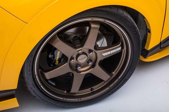 Pelek Volk Racing TE37Ultra di modifikasi Toyota C-HR kuning