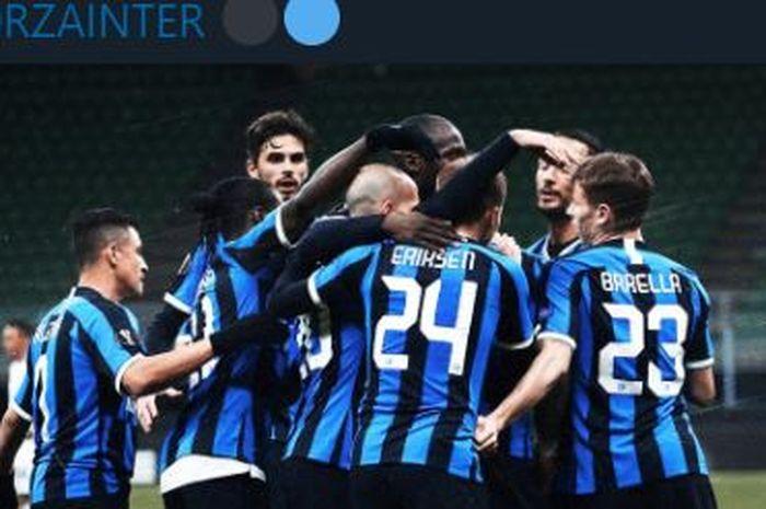 Para pemain Inter Milan merayakan gol yang dicetak Romelu Lukaku ke gawang Ludogorets pada pertandingan babak 32 besar Liga Europa 2019-2020, Jumat (28/2/2020) dini hari WIB.
