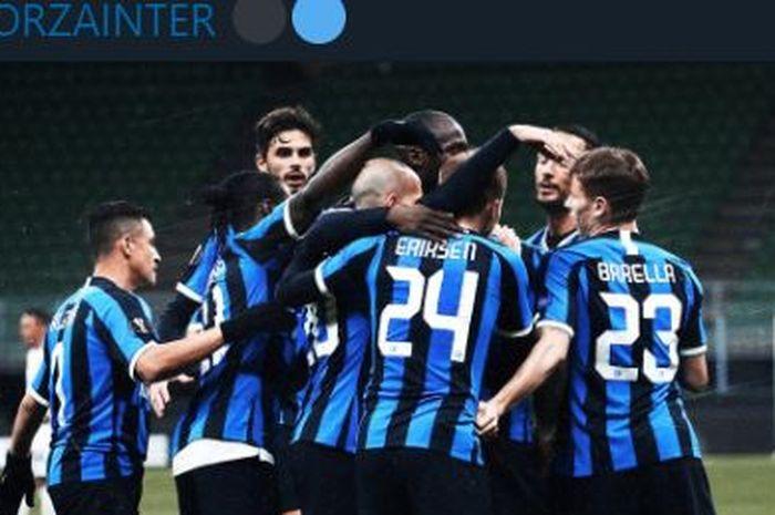 Para pemain Inter Milan merayakan gol yang dicetak Romelu Lukaku dalam suatu pertandingan.