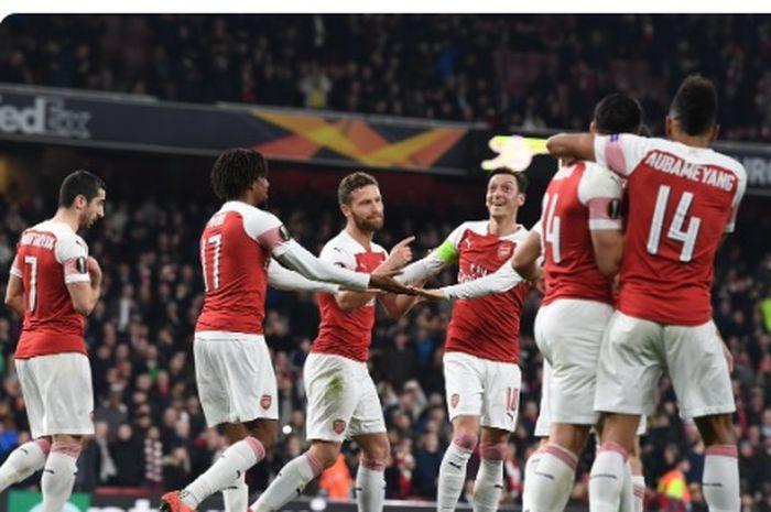 Para pemain Arsenal merayakan gol yang dicetak ke gawang BATE Borisov dalam laga leg kedua babak 32 besar Liga Europa di Stadion Emirates, Kamis (21/2/2019).