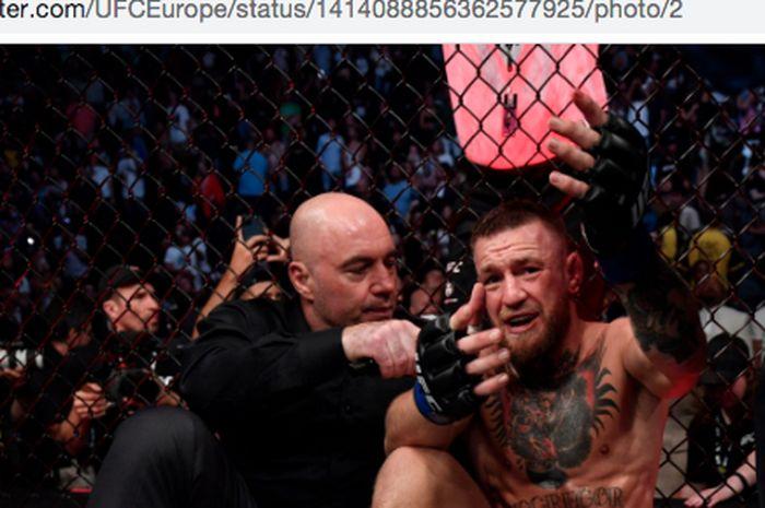 Petarung kelas ringan UFC, Conor McGregor, pasca-pertarungan melawan Dustin Poirer di acara utama UFC 264, Las Vegas, Amerika Serikat, Minggu (11/7/2021).