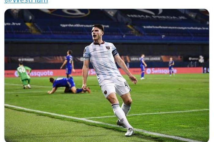 Gelandang West Ham United, Declan Rice, merayakan gol yang dicetaknya ke gawang Dinamo Zagreb dalam pertandingan matchday 1 Grup H Liga Europa 2021-2022.