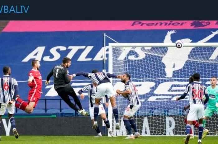 Alisson Becker mencetak gol penentu kemenangan Liverpool kala bertamu ke markas West Bromwich Albion pada pekan ke-36 Liga Inggris 2020-2021.