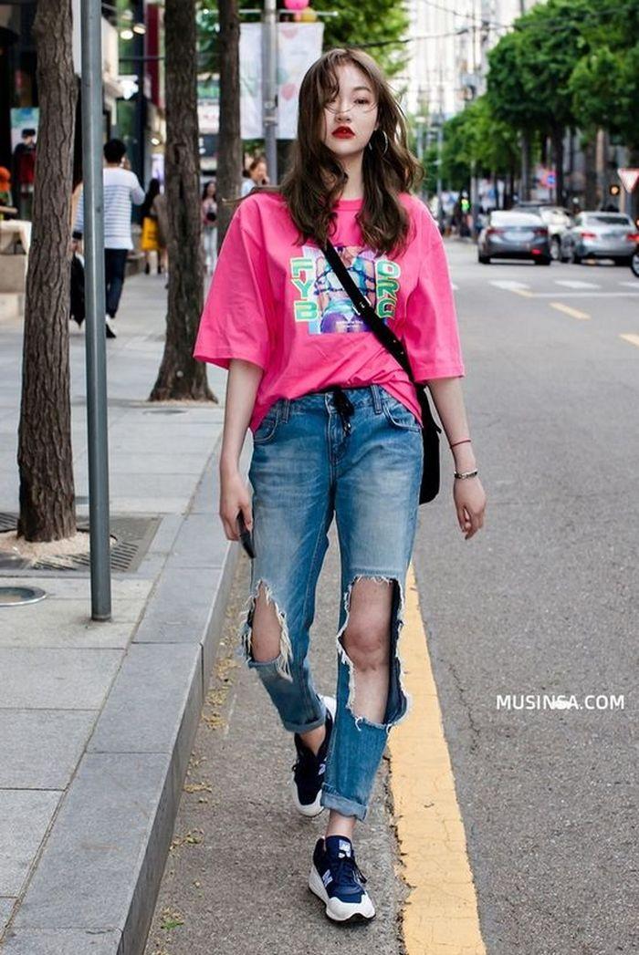 Outfit Standout dan Nyentrik Dengan Ripped Jeans