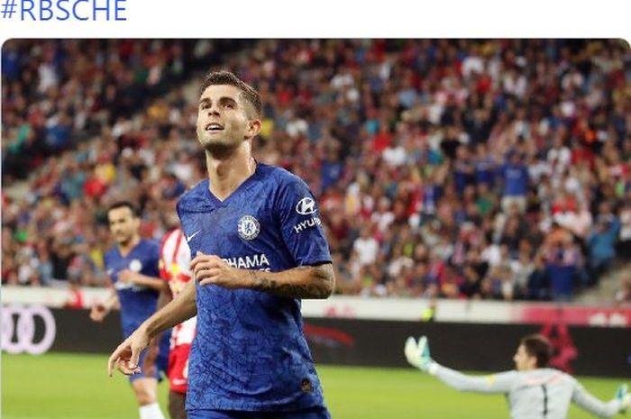Penyerang Chelsea, Christian Pulisic, merayakan gol yang dicetak ke gawang Red Bull Salzburg dalam laga pramusim di Stadion Red Bull Arena pada 31 Juli 2019.
