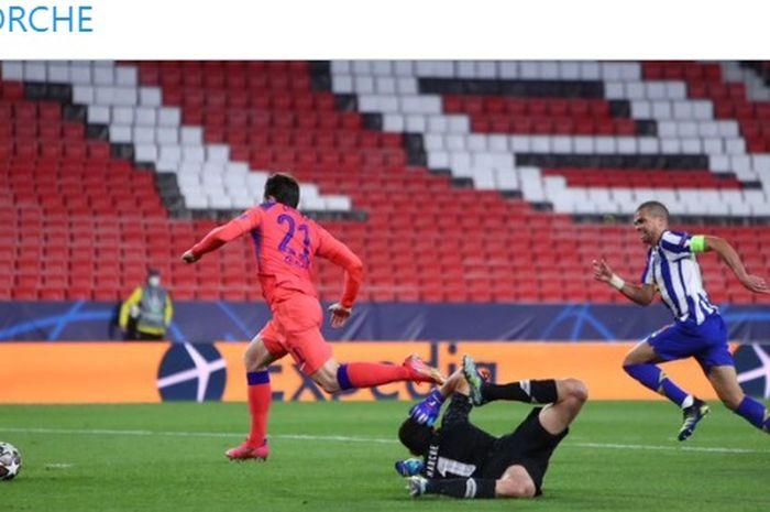 Duo pemain Inggris Chelsea, Mason Mount dan Ben Chilwell mencetak gol perdana di Liga Champions, FC Porto pun gigit jari.