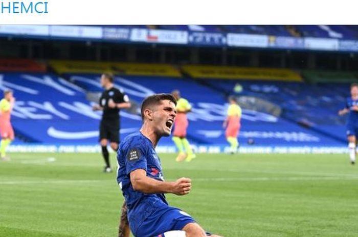 Winger Chelsea, Christian Pulisic, merayakan gol yang dicetak ke gawang Manchester City dalam laga Liga Inggris di Stadion Stamford Bridge, Kamis (25/6/2020).