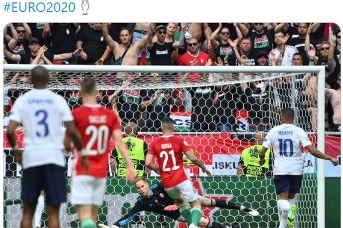 Gol bek sayap kiri Hungaria, Attila Fiola, di penghujung laga pecundangi Prancis pada babak pertama.