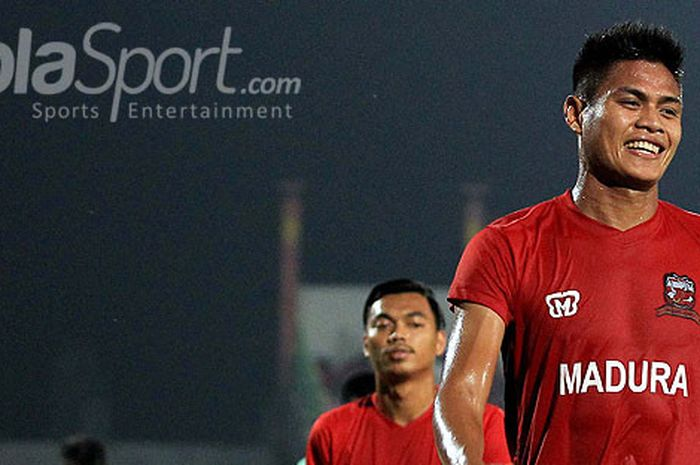 Kapten Madura United, Fachruddin Wahyudi Aryanto, usai melakukan pemanasan menjelang laga pekan ke-1