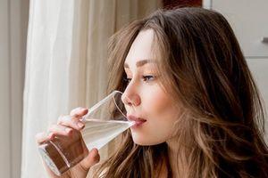Terlalu Banyak Minum Air Putih Ternyata Bahaya untuk Kesehatan