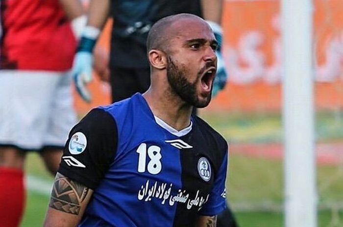 Striker Brasil, Claudir Marini Junior yang bermain untuk klub, Iran Esteghlal Khuszestan