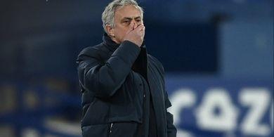 Semangat Para Fans AS Roma Yakinkan Jose Mourinho untuk Merapat