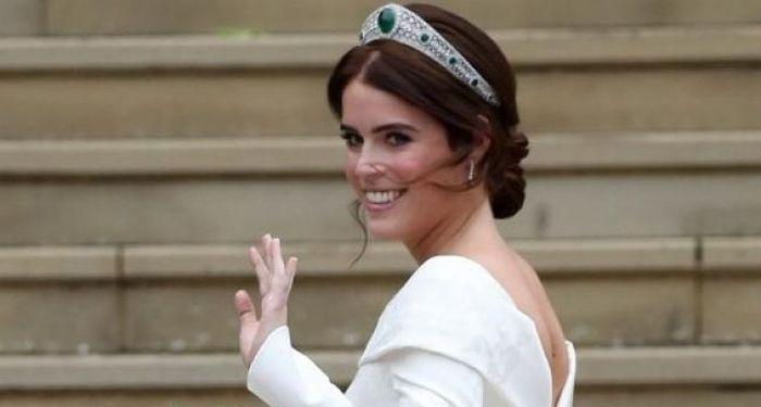 Tiara Princess Eugenie Pinjaman Dari Ratu Elizabeth II