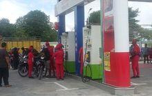Bagi-bagi BBM Gratis, Ratusan Motor dan Mobil Serbu SPBU Oebelo Kupang