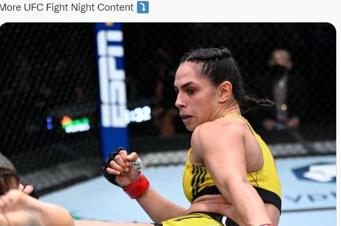 Petarung berjulukan Ratu Kekerasan, Ariane Lipski kala bertarung di UFC Vegas 37 Minggu pagi (19/9/2021) WIB.