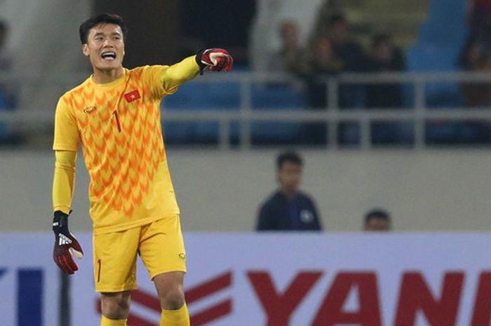 Kiper timnas U-23 Vietnam, Bui Tien Dung, saat menghadapi Indonesia di Stadion My Dinh, Minggu (24/3/2019).