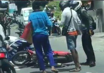 Video Pemotor Yamaha R15 Ngamuk Usai Senggolan, Motor Bebek Diinjak-injak, Warga Ketakutan