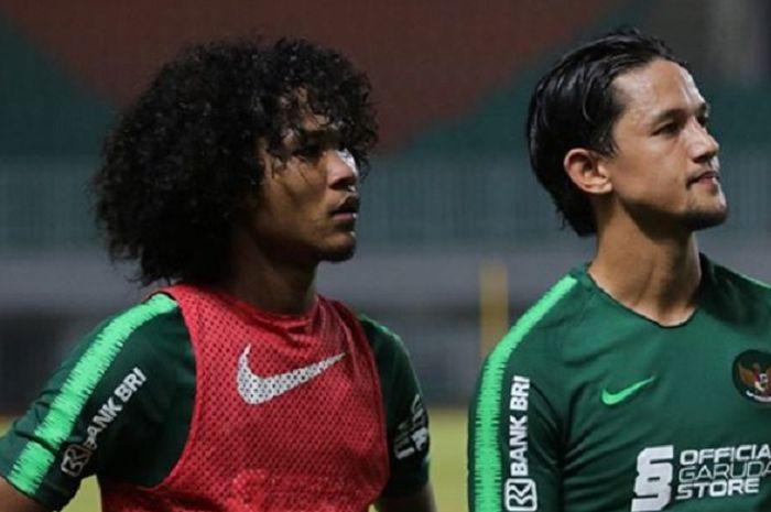 Bagus Kahfi (kiri) bersama Irfan Bachdim (kanan) dalam sesi latihan bersama skuat timnas Indonesia senior.