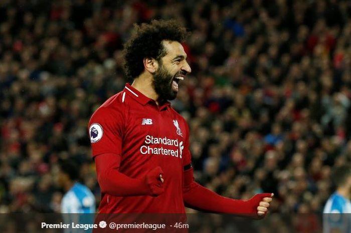 Penyerang Liverpool, Mohamed Salah, merayakan gol yang dicetak ke gawang Huddersfield Town dalam laga Liga Inggris di Stadion Anfield, Jumat (26/4/2019).
