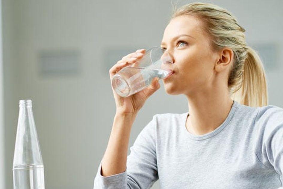 Biasakan Minum Air Putih Hangat Setiap Pagi Saat Perut Kosong Rasakan 5 Manfaat Luar Biasanya Semua Halaman Grid Id