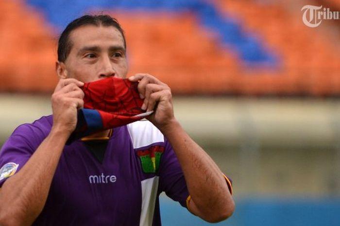 Cristian Carrasco kala berseragam Persita Tangerang.