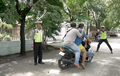 Jagoan...Preman Lawan Polisi, Gak Terima Anaknya Buah Ditilang